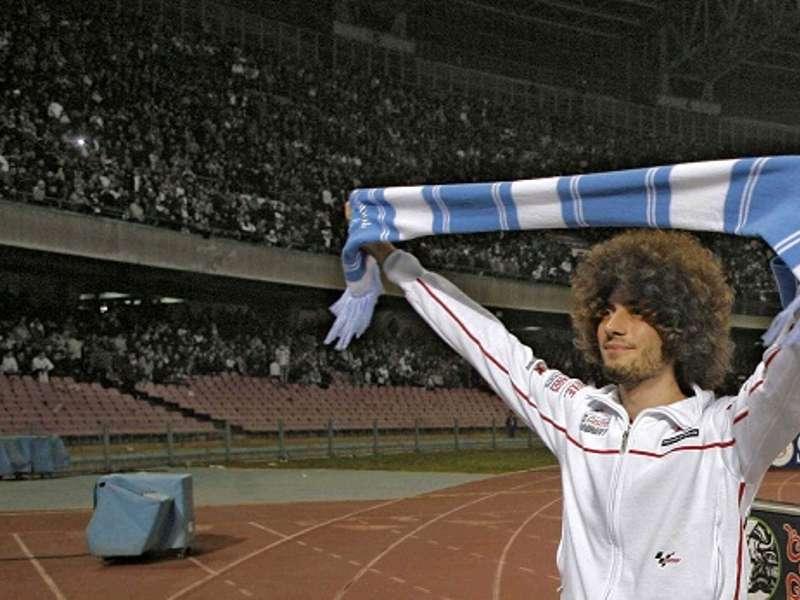 Marco Simoncelli allo Stadio San Paolo © Tm NewsInfophoto (4)