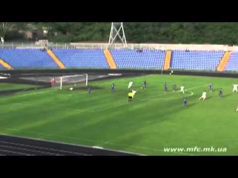 VIDEO: Gol incredibile su punizione da centrocampo ma lo stadio è vuoto...