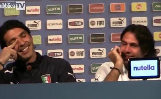 VIDEO - Buffon, Sirigu e la conferenza dei doppi sensi: