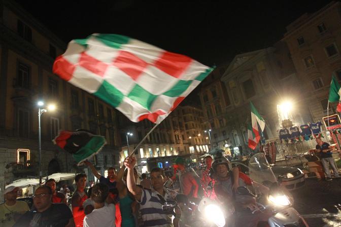 Vittoria Italia, cartoline da Napoli