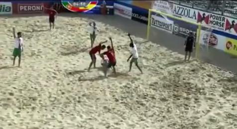 Impressionante infortunio durante gli europei di Beach Soccer