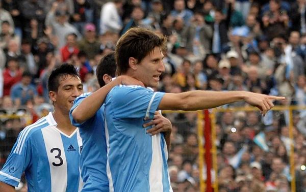Festejo de Federico Fernandez de Argentina 2-1.Argentina vs Paraguay.Partido amistoso.25 de mayo de 2011.Estadio Centenario de Resistencia, Chaco.Foto: Jose Ruiz / Photogamma.