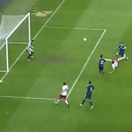 VIDEO - Gol straordinario di Lewandowski: stop e sforbiciata al volo...