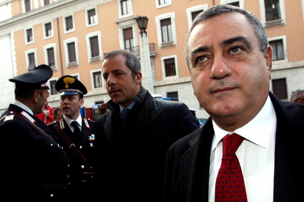 Il presidente della provincia di Napoli scrive a Cavani