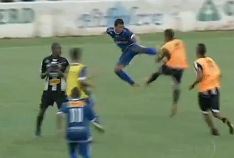 Incredibile in Brasile: la partita finisce con una rissa pazzesca e 12 espulsi!!!