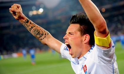 Marek-Hamsik-festeggia-la-Slovacchia-ha-eliminato-l-Italia-dai-Mondiali-in-Sudafrica-FIFA-WORLD-CUP-2010_gal_portrait