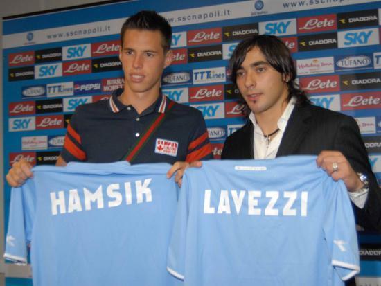 Tutto comincia qui, il 28 giugno 2007 il Napoli acquista Hamsik dal Brescia per 5 milioni e mezzo di euro. Nel giorno del suo arrivo sarà presentato insieme ad Ezequiel Lavezzi.