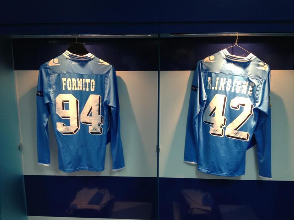 FOTO - Napoli, le maglie di Fornito e Insigne jr prima della sfida col PSV