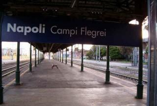 Tafferugli alla stazione di Campi Flegrei. Ferito lievemente un tifoso olandese