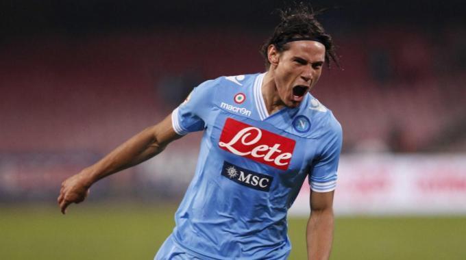 Sky, Cavani festeggia i 100 gol in Serie A. Il più bello? Sceglilo su Twitter!