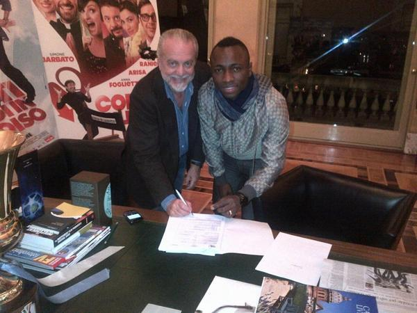 FOTO - Armero firma il contratto