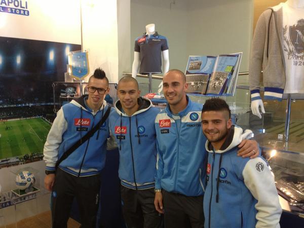 Prima della partenza per Parma gli azzurri visitano l'Official Store di Capodichino - FOTO