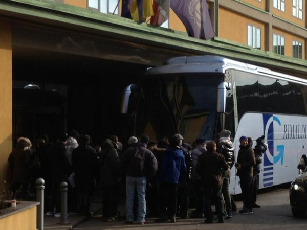 FOTO - Tanti tifosi ad attendere l'uscita degli azzurri dal ritiro
