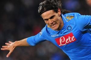 """L'Espresso: """"Cavani, ecco come è nata una stella. L'opposto di Maradona ma Napoli lo ama come fatto con Diego"""""""