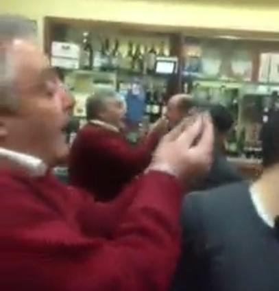 VIDEO: Lite tra un napoletano e uno juventino...