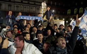 CALCIO: CHAMPIONS LEAGUE; TIFOSI IN PIAZZA A NAPOLI DOPO VITTORI