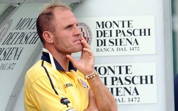 Incredibile a Treviso: mister Ruotolo viene esonerato ma non vuole andar via e dirige l'allenamento. Arriva la polizia...