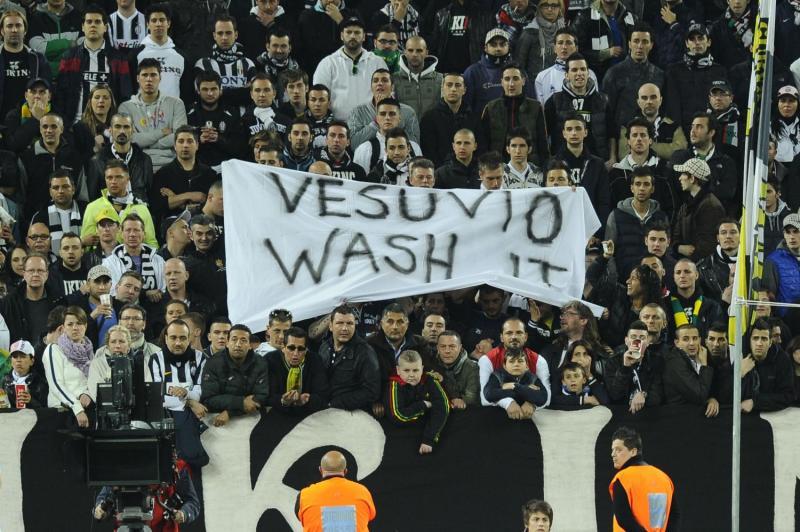 I tifosi juventini perseverano con cori razzisti contro il Napoli. Rischio sanzioni