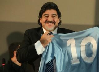 Maradona_DiegoArmando10-320x233