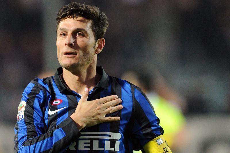 Inter: Zanetti esce in barella dal Barbera