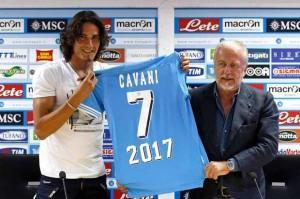Incontro imminente tra Cavani e De Laurentiis: prove di rinnovo?
