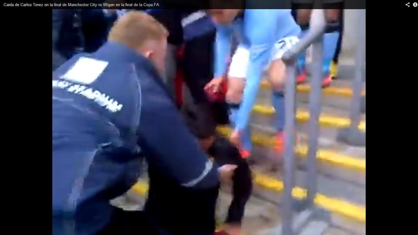 caduta Tevez arbitro