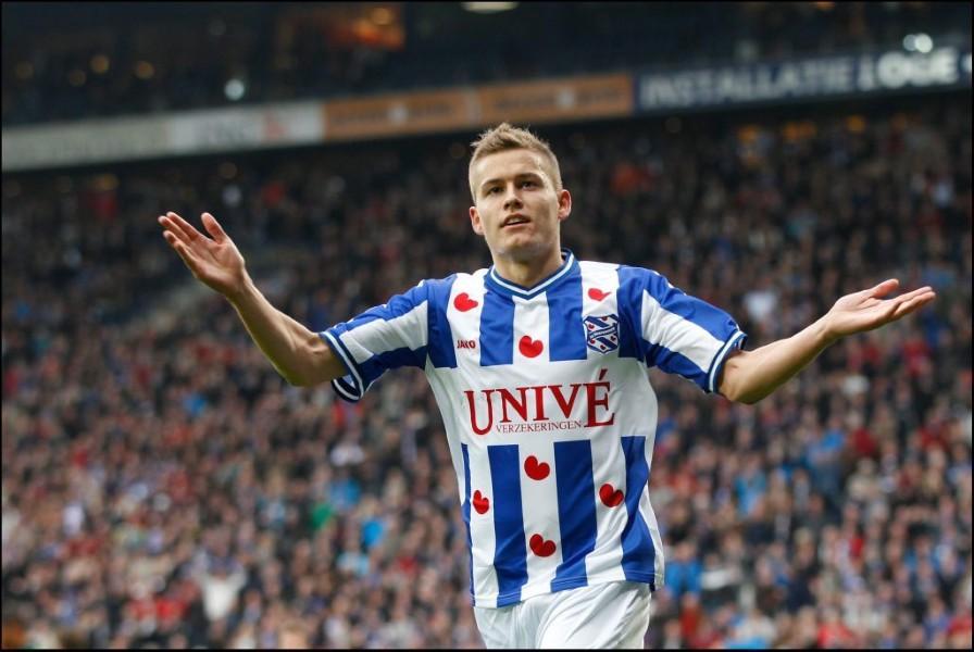 UFFICIALE - L'Augsburg ha ufficializzato l'arrivo di Alfred Finnbogason, centravanti islandese in prestito dall' Olympiacos.
