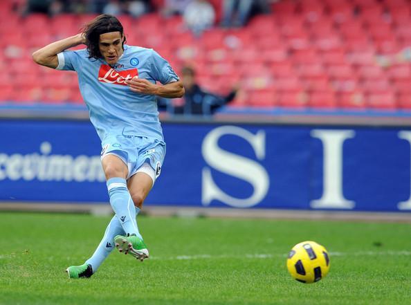 EDINSON CAVANI - L'ultimo goleador azzurro, 104 partite e 78 gol con gli azzurri, record stracciati e fiuto del gol come pochi. Dal 2010 al 2013 ha deliziato la platea napoletana con giocate strepitose e gol da cineteca. Il suo addio non è stato ancora del tutto assorbito dagli azzurri, nonostante l'arrivo di Higuain.