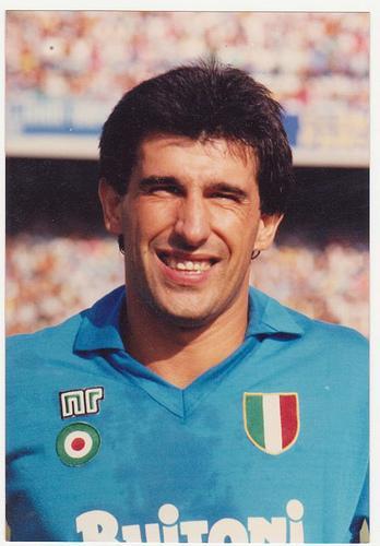 SALVATORE BAGNI - Pilastro azzurro negli anni del primo scudetto, ha gioito assieme all'amico Maradona, in una squadra in cui la sua tenacia e la sua grinta sono stati spesso l'arma vincente, assieme alle giocate del pibe de oro. Dall'84 all'88 ha collezionato 106 presenze e 12 gol in maglia azzurra.