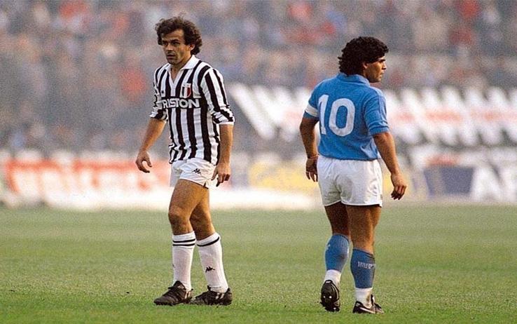 Negli anni '80 impazzava il dualismo tra Platini e Maradona, ed ogni sfida tra il Napoli e la Juve era un'occasione per valutarne similitudini e differenze, ovviamente con le dovute proporzioni. El Pibe Diego era il calcio, Le Roy Platini uno dei tanti campioni di quegli anni...