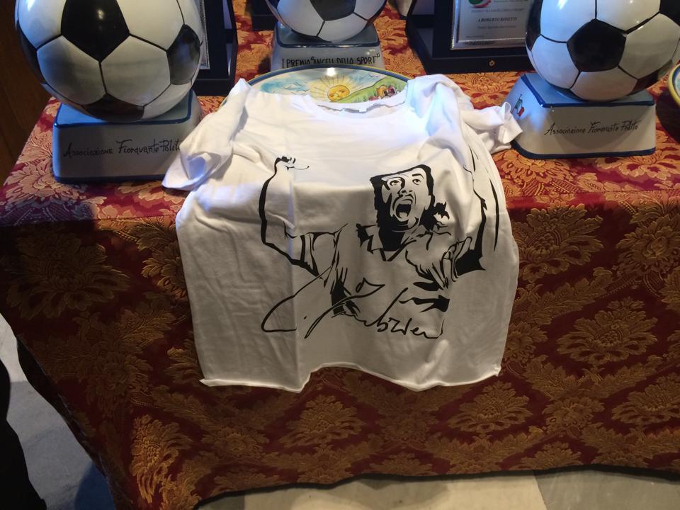 La maglia dedicata a Carmelo Imbriani