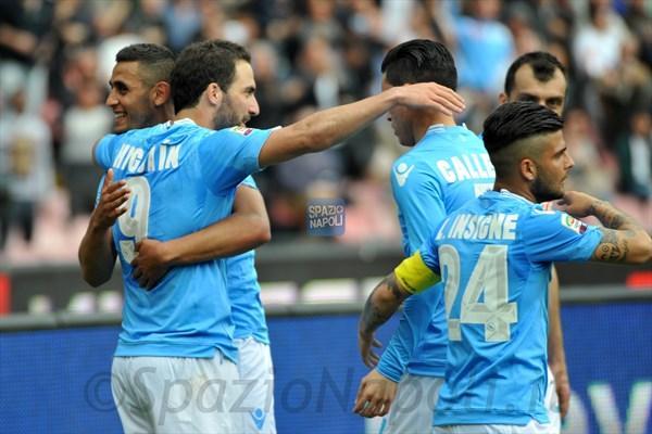 Un solo filotto di vittorie in campionato: al Napoli è mancata la continuità