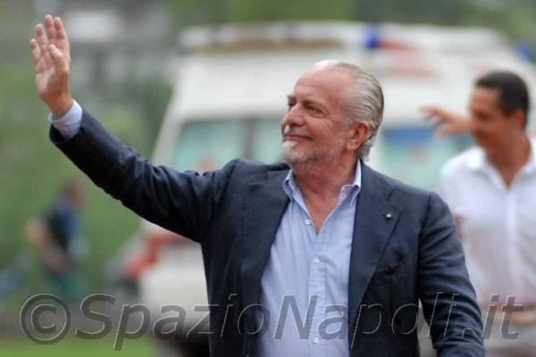 De Laurentiis allontana le voci di mercato. Il presidente azzurro arriva a Castel Volturno: pranzo con Benitez e nel pomeriggio saluto alla squadra
