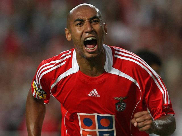 Luisao_Benfica_defender_UEFA_Cup_830128
