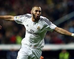 Karim Benzema, quando sente profumo di Barcellona diventa implacabile. Prende due legni in un'azione, ma sono solo le prove per il gol che poi chiuderà la partita.