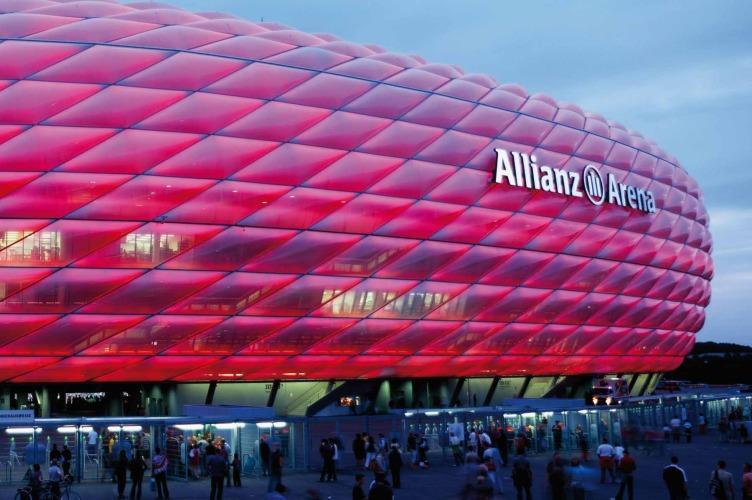 Allianz Arena, che atmosfera! Tutto esaurito per la sfida contro il Napoli