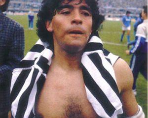 sport_calcio_italiano_maradona_napoli_maglia_juventus