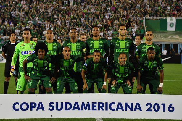 Tragedia Chapecoense: minuto di silenzio e lutto al braccio in Serie A