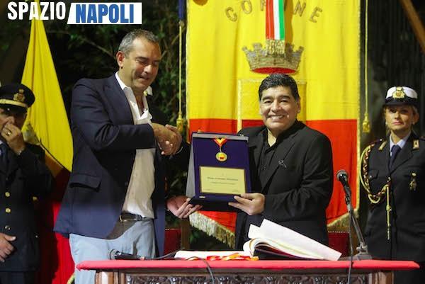 Napoli, De Magistris propone di intitolare lo stadio San Paolo a Maradona