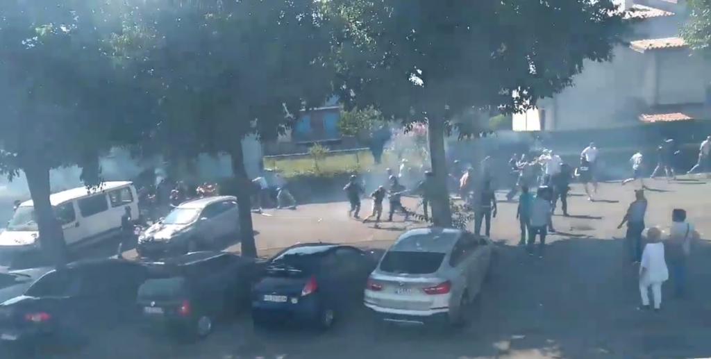 Prima di Brescia-Cagliari si scatena la follia: scontri tra sedicenti tifosi e forze dell'ordine