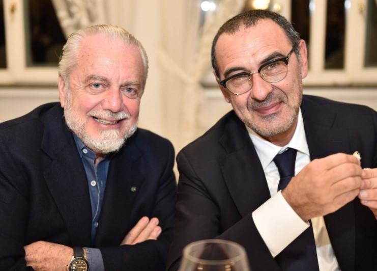 Cena Di Natale In Casa Napoli De Laurentiis E Sarri Sorridenti A Tavola