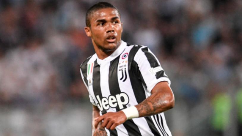 Juventus, quattro turni di squalifica a Douglas Costa per lo sputo