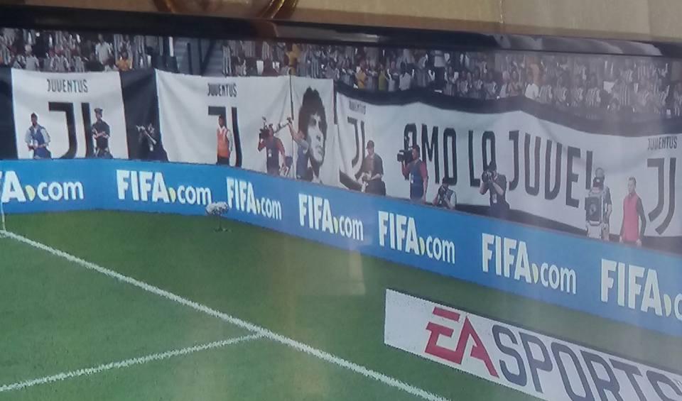 Maradona nella curva della Juve: