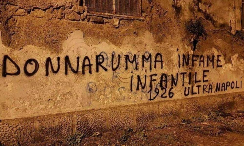 Castellammare contro Donnarumma, spuntano scritte in città:
