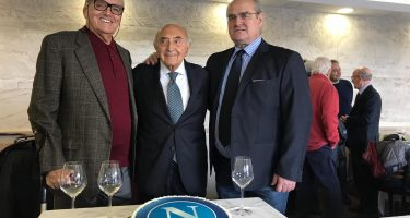FOTO – 50 anni fa Ferlaino acquistava il Napoli: festa in compagnia di Vinicio e Bruscolotti
