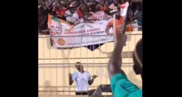 VIDEO – Tifosi senegalesi vogliono Koulibaly allo United, Mané non è d'accordo: avete visto che risposta?