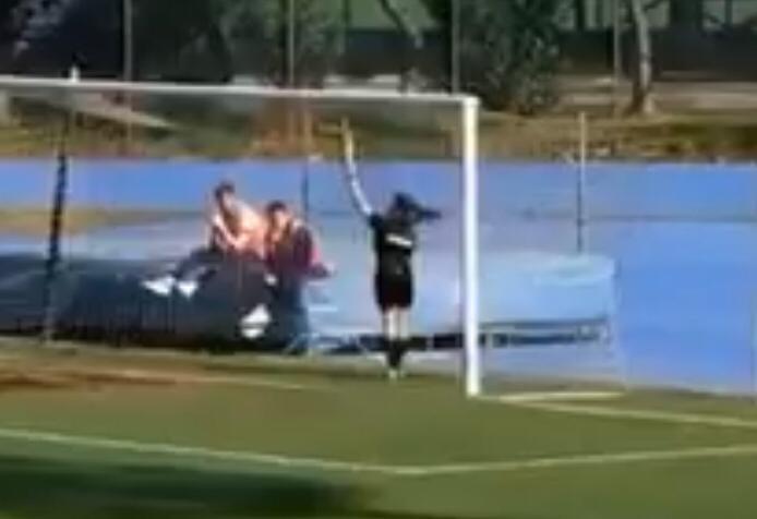 Il telecronista attacca la donna arbitro: