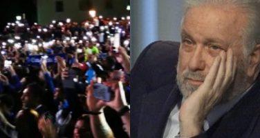 VIDEO – Splendida commemorazione in piazza a Dimaro, i tifosi omaggiano Luciano De Crescenzo