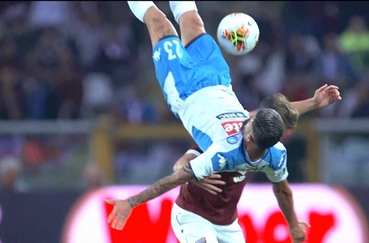 Torino-Napoli, brutto infortunio per Hysaj: costretto ad uscire al 34'
