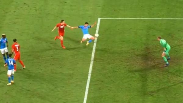 Napoli-AZ 0-0 nel primo tempo: possibile rigore per fallo su Lozano